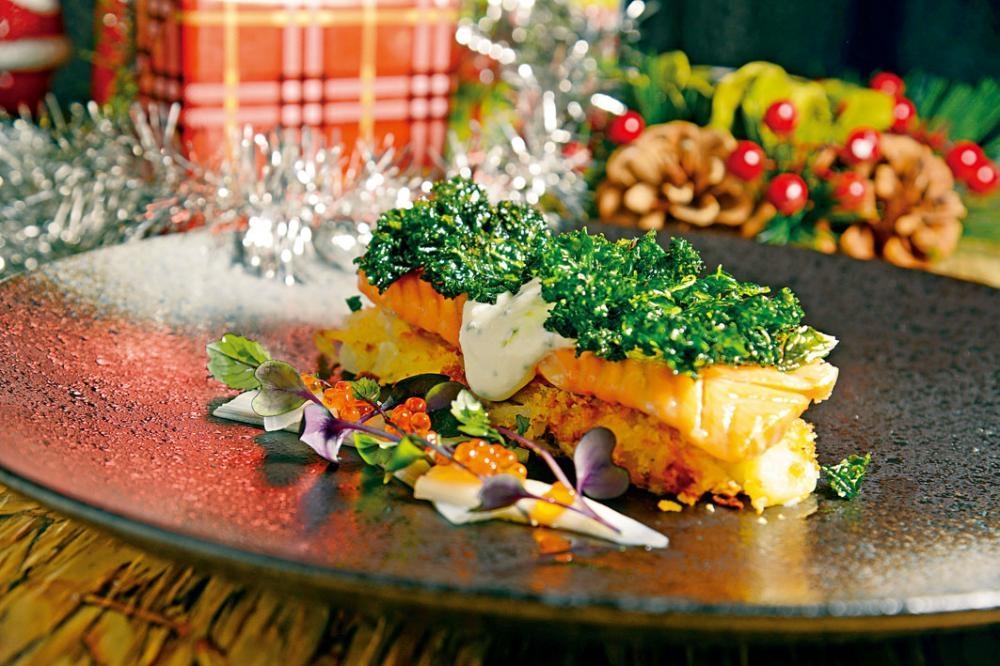 自家煙燻北極紅點鮭魚柳,北歐人愛魚,主菜當然要有魚。Jaakko選用珍貴的北極紅點鮭魚柳,肉質厚實無腥,嫩滑無比。