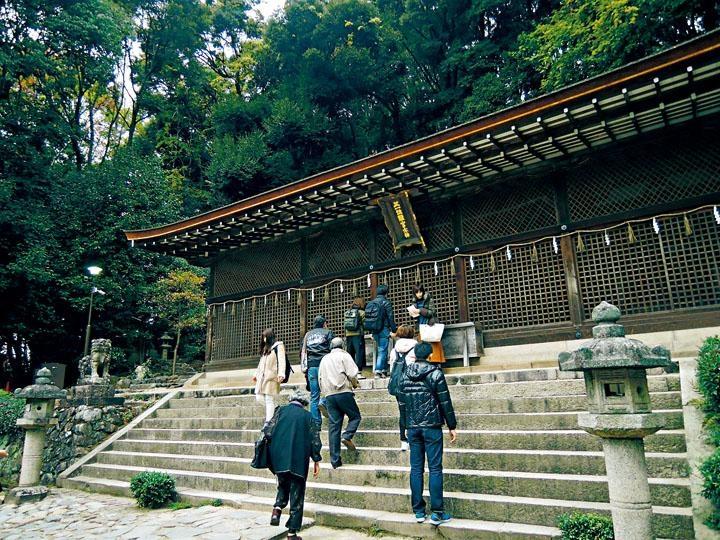 位列世界文化遺產的宇治上神社,一年四季都是遊人如鯽。