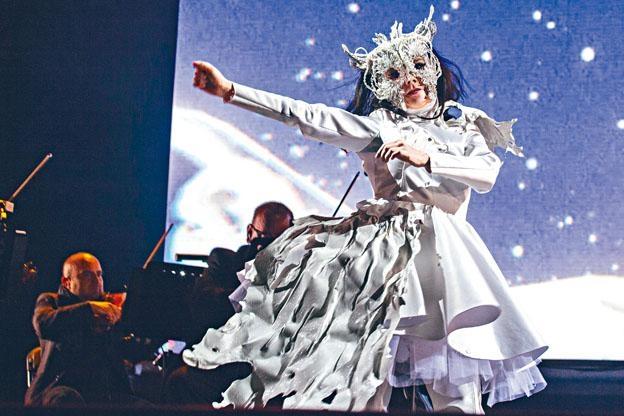 冰島音樂女王Bj rk繼兩年前的《Vulnicura》出版第九張錄音室專輯。