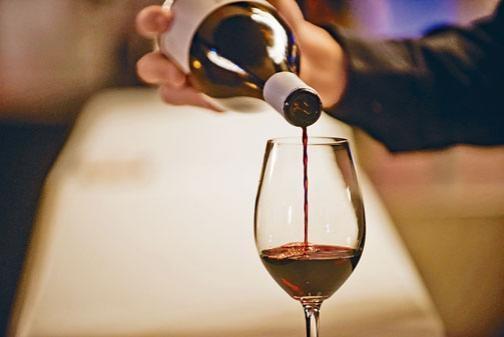 ●紅酒性熱,體質屬性濕熱者不宜飲用。