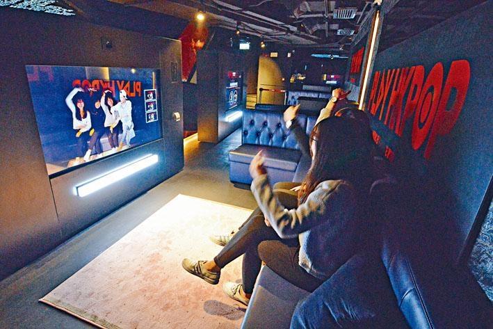 「互動星影 Star Live Photo」偶像會現身大屏幕,與你合照,盛惠$40。