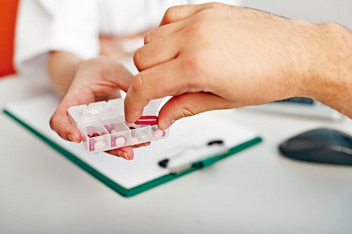 病人不應於沒醫護指引下,自行配藥及服用抗生素。