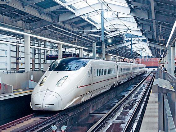 九州新幹線是區內最高速的火車。