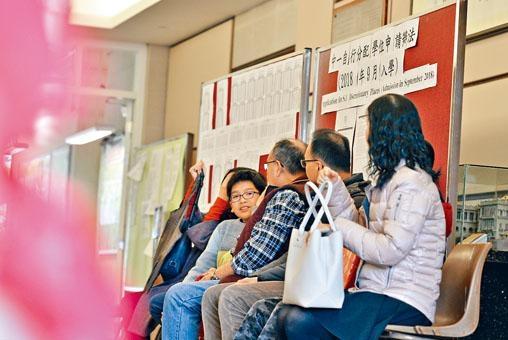 皇仁書院去年收到約六百份入學申請,副校長趙善衡預料今年情況相若,將篩選二百人面試。