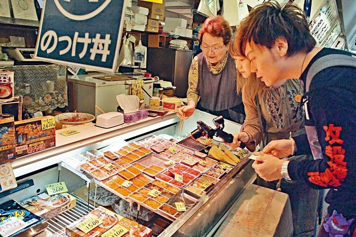 ●市場內有數十個美食攤檔可供挑選。