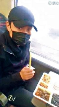 戴上Cap帽和口罩的黎明全程直擊到上海的行程。