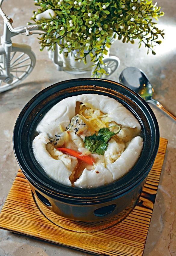 椰子水煮龍躉球,清甜美味。