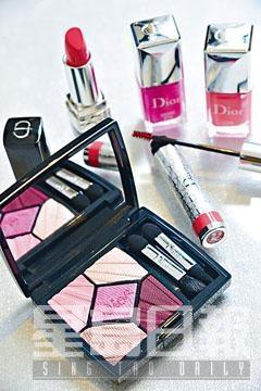 順時針方向:傲姿唇膏、美妝甲油、專業後台塑眉膏、珍藏版五色眼影。