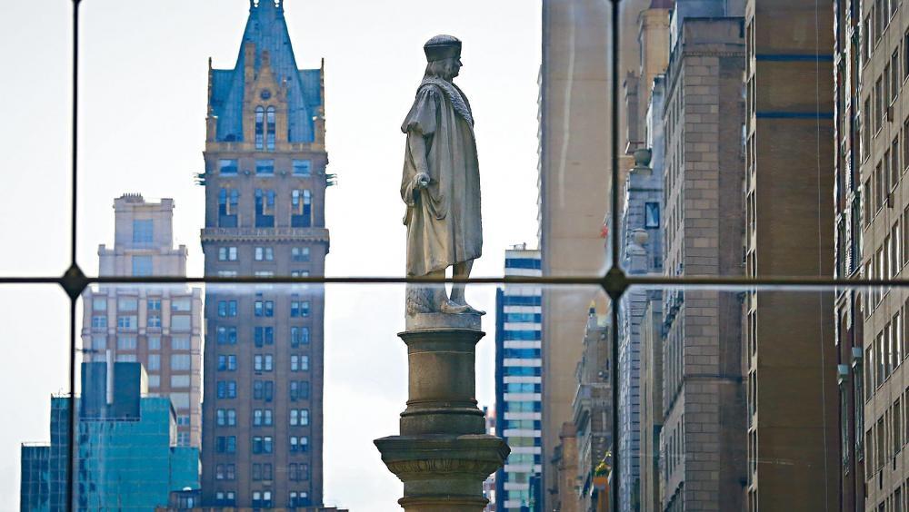 哥倫布塑像可原址保留,但日後會加上詳情歷史解說。美聯社