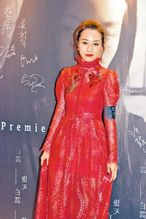■鄧麗欣着到紅噹噹出席首映禮。