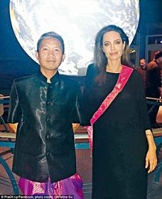 ■安祖蓮娜祖莉近日突傳與柬埔寨電影人PraCh Ly拍拖。