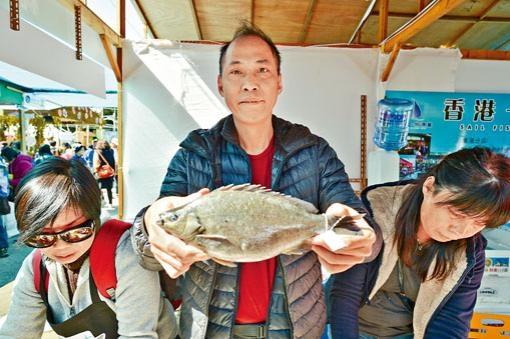 ■優質養魚場計畫認證商戶展示漁產品。