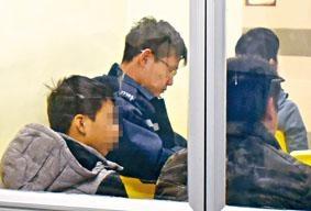 ■遭禁錮男童(左)獲救送院。