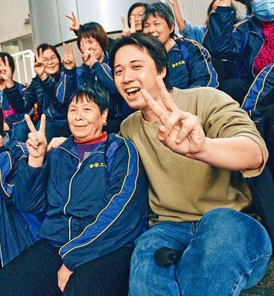 ■清潔服務業職工會組織幹事杜振豪(圖右)一直協助海麗邨工友發起罷工。