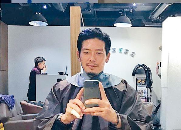 井川祐輔於社交網站分享自己剪髮、搭港鐵的相片,更自稱「大叔」緊貼潮流。