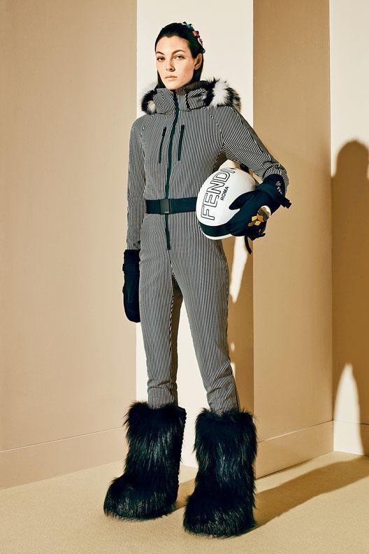 ■貫徹Fendi向來的華麗格調,剪裁修身的連帽滑雪連身衣,除飾有條紋圖案外,衣領更配以矜貴的皮草Trimming,格外吸睛。