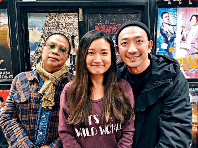 ■陳小娟(中)與電影導演陳果(左)及演員李燦森(右)合照。(由受訪者提供)