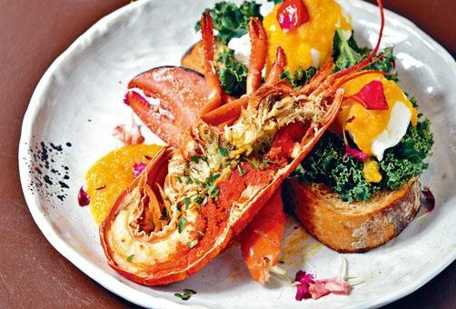龍蝦班尼迪蛋配鹹蛋荷蘭醬屬店中王牌,龍蝦肉有口感,沾上鹹蛋荷蘭醬,更是畫龍點睛。