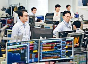日圓兌美元續見高位,日資行的交易員均緊盯走勢。