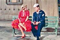 老牌歌手Vic Damone除了唱歌,亦有演出電影《碧海春光》等。