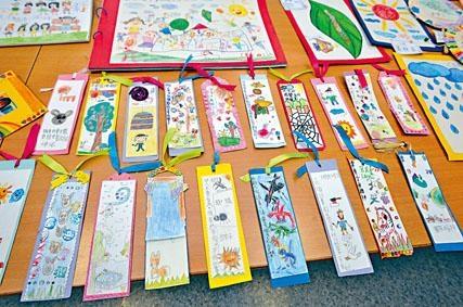 低年級學生在中文堂閱讀不同兒童文學後製作的書籤。