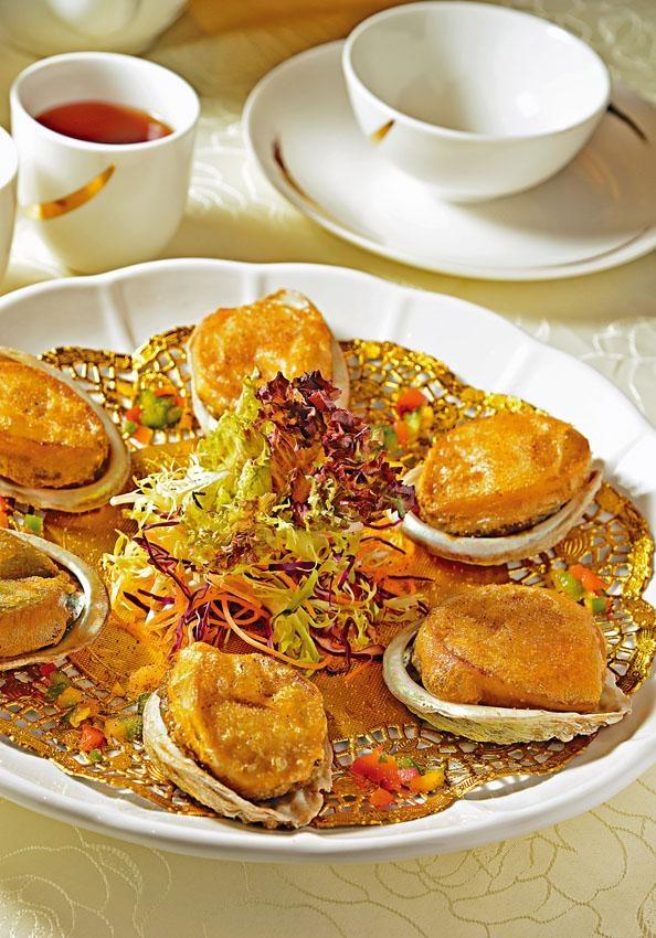 椒鹽鮑魚,南非鮑魚肥美大隻,最難得是炸香後還能保持鮮味。