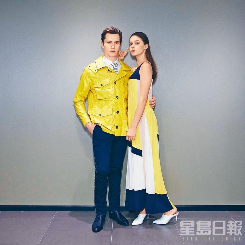 On Him:黃色外套、拼色條紋領帶、白色棉質恤衫、深藍色長褲;On Her:黃色拼黑白色無袖連身裙、白色Mule Shoes。