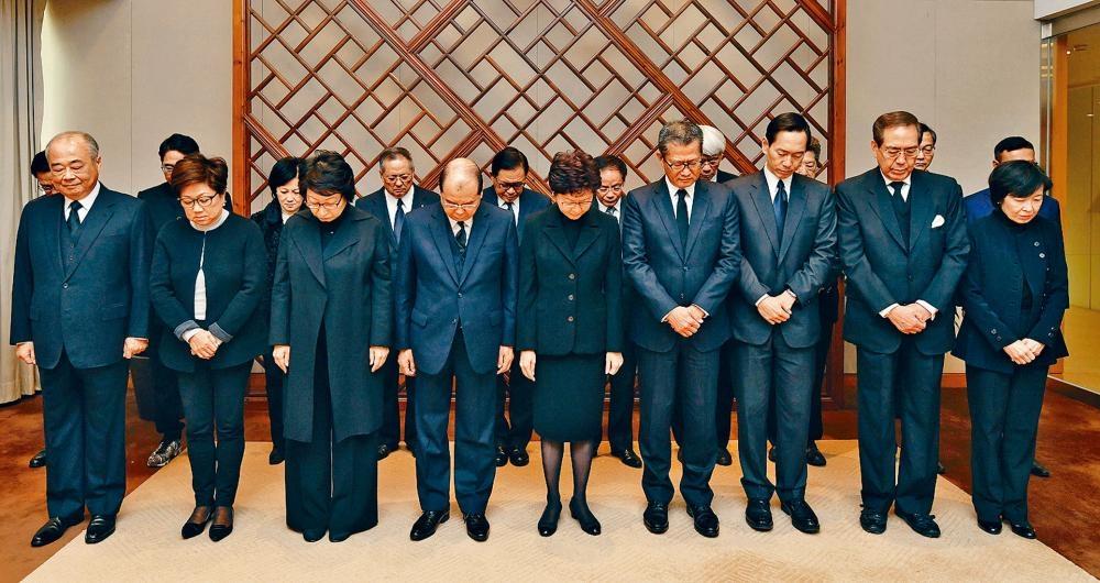 行政長官林鄭月娥率領行政會議成員默哀一分鐘。