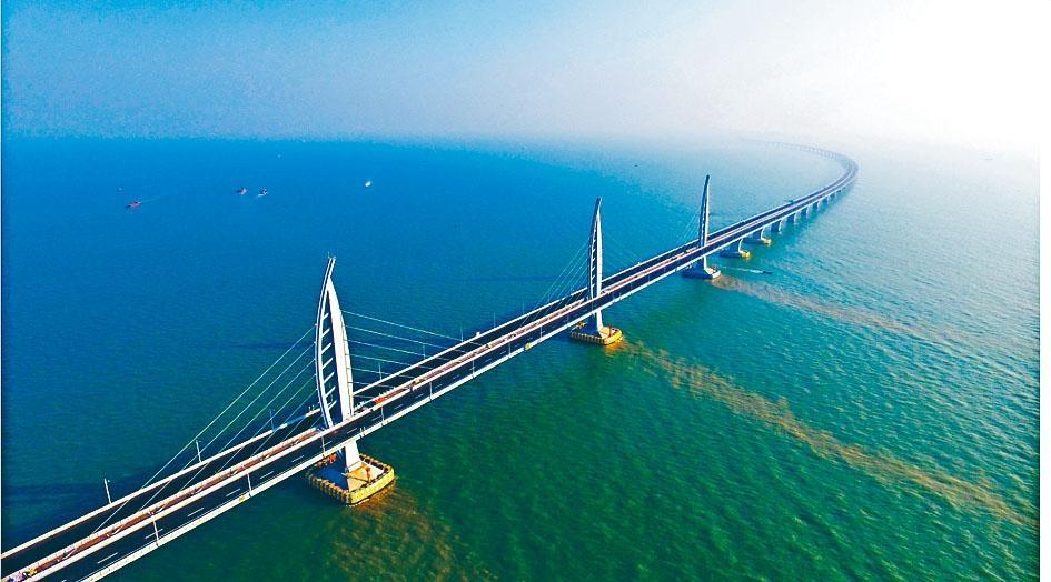 港珠澳大橋開通後,將採取「三地三檢」通關。