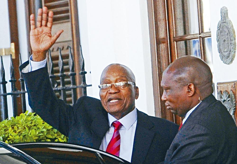 南非總統祖馬上周二離開國會時揮手致意。