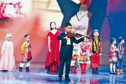 耀中國際學校學生陳博瀚獲邀在中央電視台「春晚」節目演出,為著名曲目《國家》作小提琴伴奏。