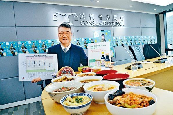 食安中心首席醫生吳志翔表示,不少食材如墨丸、雲吞和腩肉,本身或經過醃製,故已含有相當的鈉。