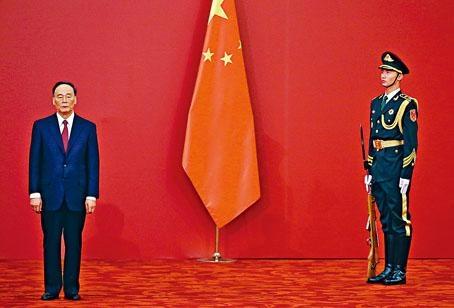 王岐山密晤美國駐華大使,冀降低中美貿易戰的可能性。