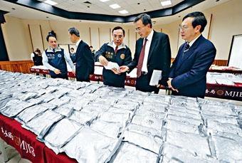 台北市調查處昨天展示起獲的搖頭丸。
