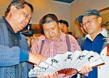 毛新宇曾任扇子藝術學會會長。