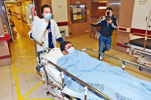 遇襲手胸背中刀的巴基斯坦裔男子送院治理。