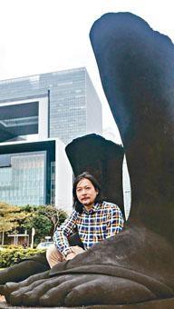 作品由創作到完成都在香港進行,曾敏富因而感到很高興。