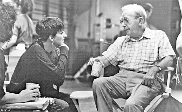 路易斯亦曾執導麗莎明妮莉主演的《飛躍舞台》。