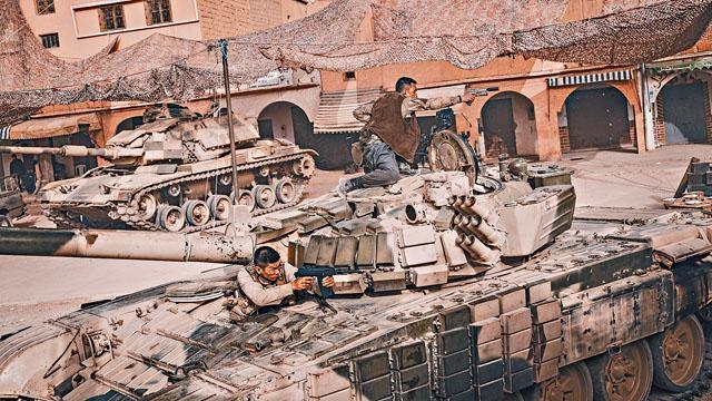 ■《紅海行動》遠赴摩洛哥荷槍實彈實地拍攝。
