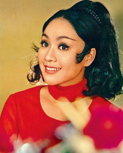 李菁宜古宜今,戲路廣,曾演出不同角色。