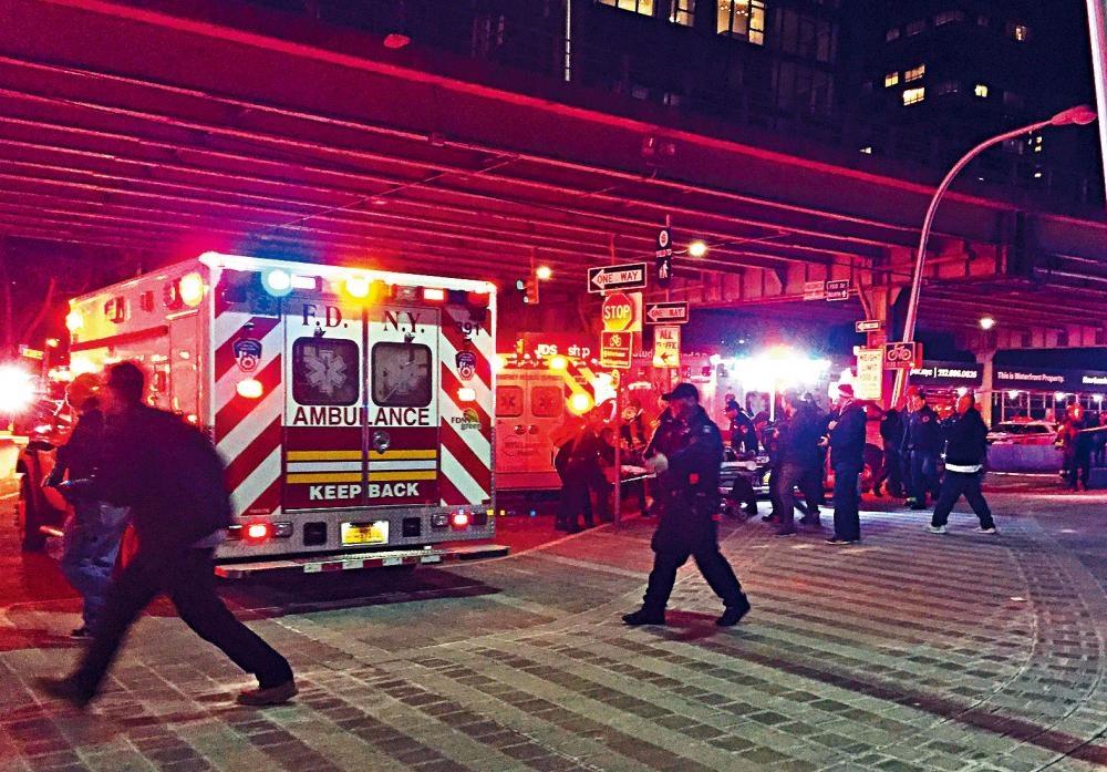 當局派出大量人員到場救援。美聯社