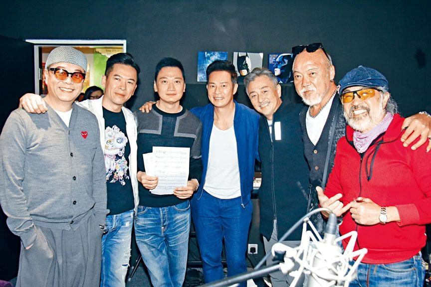 左起:歐陽震華、郭政鴻、陶大宇、張兆輝、吳岱融、廖俊雄、鬼塚一起灌錄國語歌《我的朋友不簡單》。