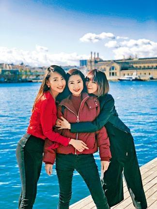 林明禎母女三人遊歐洲,美貌被激讚。