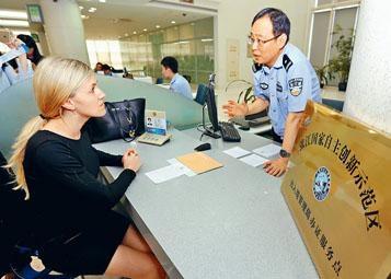 機構改革方案提出,組建由公安部管理的國家移民管理局。