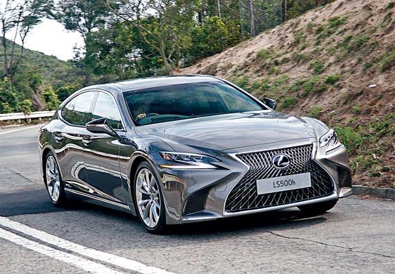 LS採用全新GA-L後驅底盤,配合電子懸掛和20吋胎軨,操控格外平穩舒適。