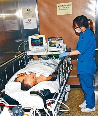 老翁被人打傷口鼻噴血送院搶救不治。