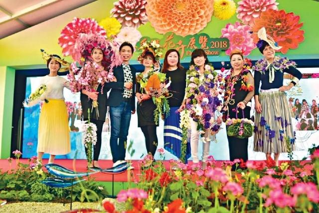 ■六位癌症病人同康復者以鮮花和蝴蝶作衣飾,演出命名為「蝶舞飛揚」嘅貓步。