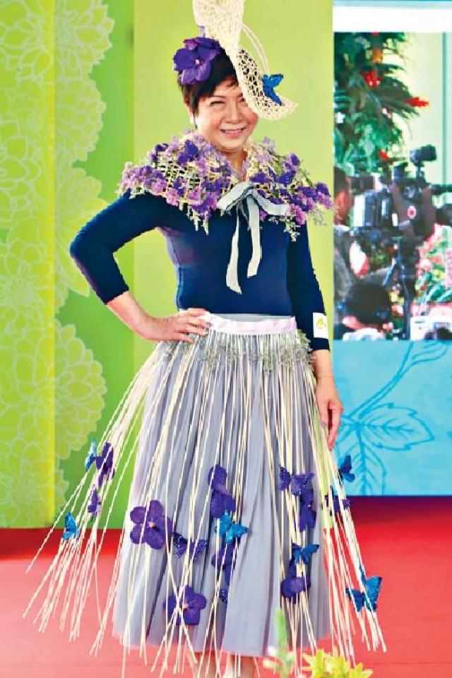 ■Connie嘅紗裙配以一串串花朵及蝴蝶,蝴蝶有重生嘅意思。
