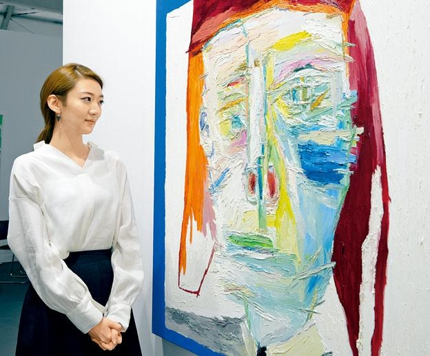 Gallerybk展出韓國新進畫家Woo Kuk Won的油畫作品,包括圖中的經典作《Holden Caulfield》。(《Art Central》)