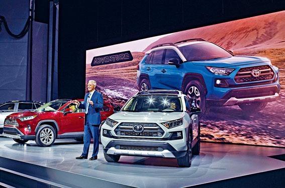 ●豐田北美副總裁Jack Hollis向傳媒介紹新一代RAV4。